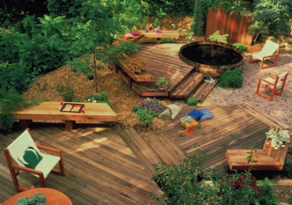 Creating the Outdoor Oasis Perfect for a Party – or Relaxing