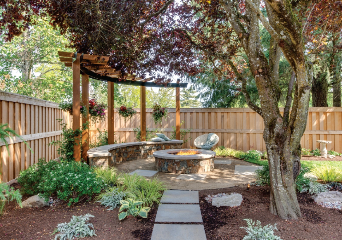 A Pacific Northwest Patio Takes its Cues from Rome